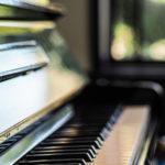 ピアノの鍵盤が描かれた美ボトル!ジャズとコラボして造られた、スパークリングワイン(カヴァ)!