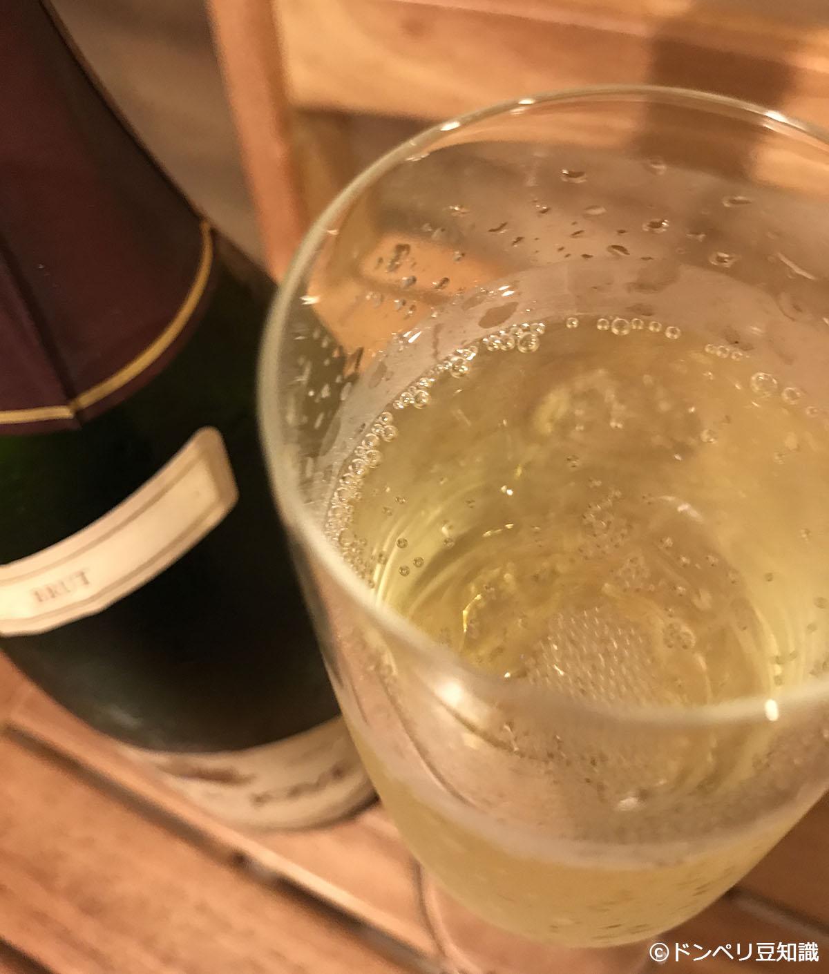 「ゾクゾクする~!」、「ワォ~ッ」、「ハッピー!」というコンセプトを基にデザインされた、シャンパン!