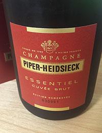 """【発泡性ワイン&赤】情熱的な『赤』のラベルが目を惹く、""""シャンパン""""&""""スパークリングワイン""""3本!"""