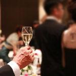 """【シャンパンと結婚式】結婚式や披露宴、乾杯は """"シャンパン"""" じゃなきゃダメ?シャンパンを選ぶメリット、デメリット!"""